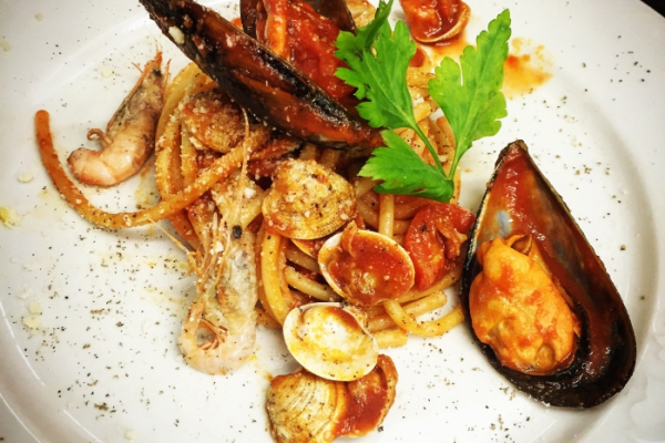 Bucatini all'amatriciana di mare