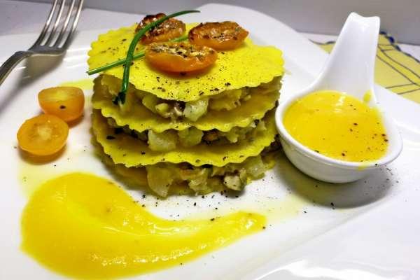 Millefoglie di datterino giallo con tartare di baccalà e patate.
