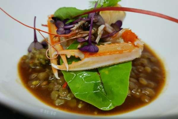 Pescatrice con scampi, lenticchie, lime  e broccolo pigna