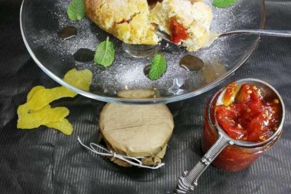 Scrigno di frolla alla confettura di pomodoro, ricotta e peperoncino